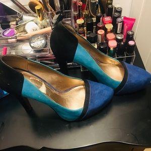 8.5 BCBG heels multicolored